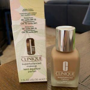 Clinique super balanced makeup. Vanilla 05. NIB